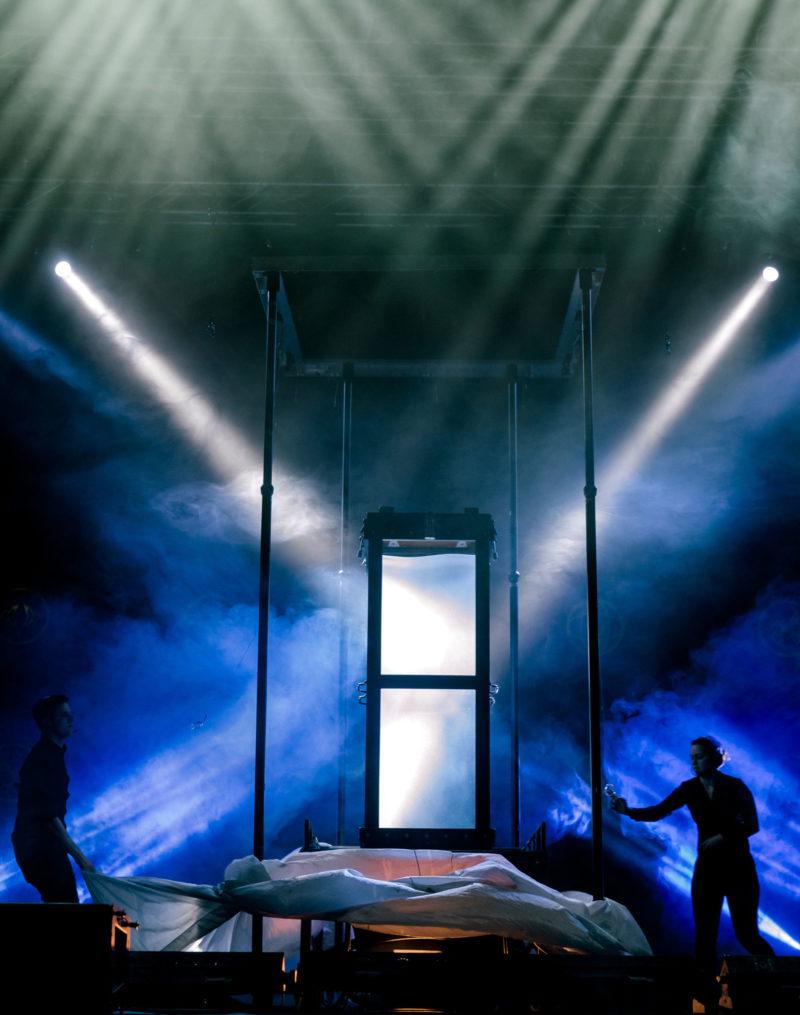 Houdini's Water Torture Cell - Fernando Velasco (2)