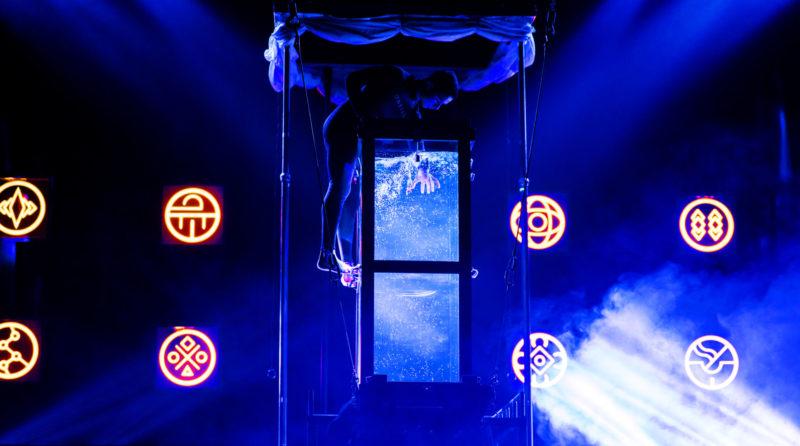 Houdini's Water Torture Cell - Fernando Velasco